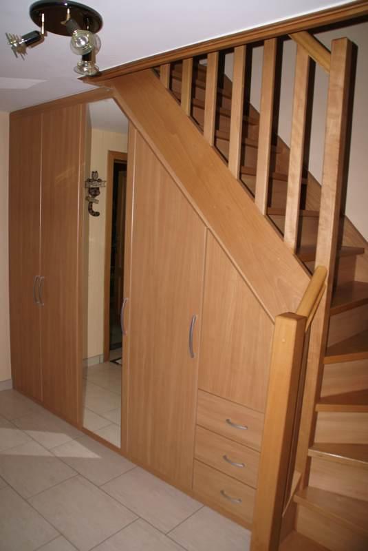 Placard sous escalier sur mesure en andenne dans les magasins en ligne abc concept soci t for Placards sous escalier