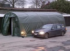 Abri-garage spacieux pour bateaux et véhicules