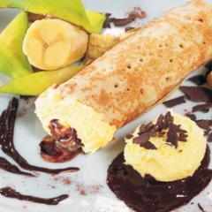 Crêpes à la crème glacée  banane à la sauce chocolat