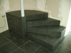 Escaliers exterieurs et interieurs en pierre
