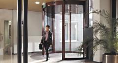 Une porte coulissante cintrée élégante