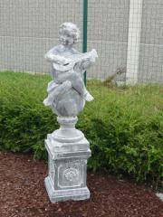 Statue en béton Garçon à la mandoline