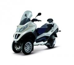 Scooter MP3 Hybrid 300lt