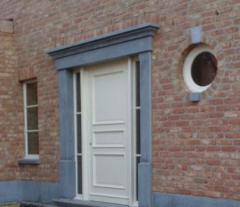 Encadrement de porte en pierre bleue