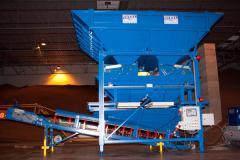 Automatic discontinuous totalizing bulk hopper