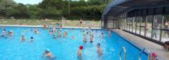L'abri ou véranda rétractable pour piscines publiques