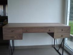 Bureau en bois noir