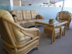 Meubles de salon en bois et tissu