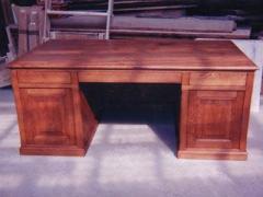 Bureau Louis Philippe en chêne, 3 tiroirs, 2 portes