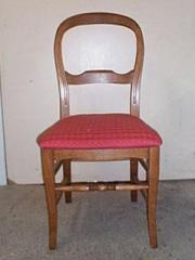 Chaise Louis Philippe en chêne à pieds sabre, fond tissus