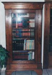 Bibliothèque Louis Philippe foncée, en chêne, 1 porte vitrée, 1 tiroir